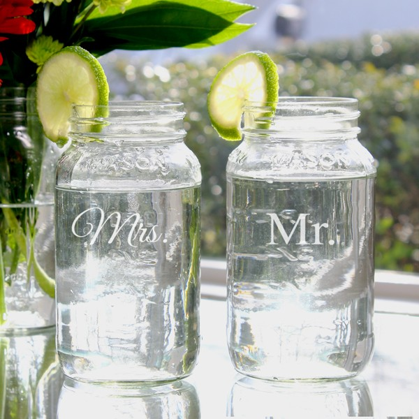 mm1284-2_mr_and_mrs_26oz_mason_jar_set